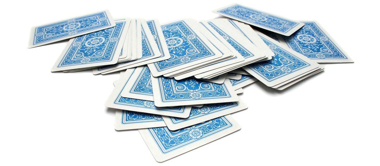 Es gibt viele verschiedene Techniken, ein Kartenspiel zu mischen