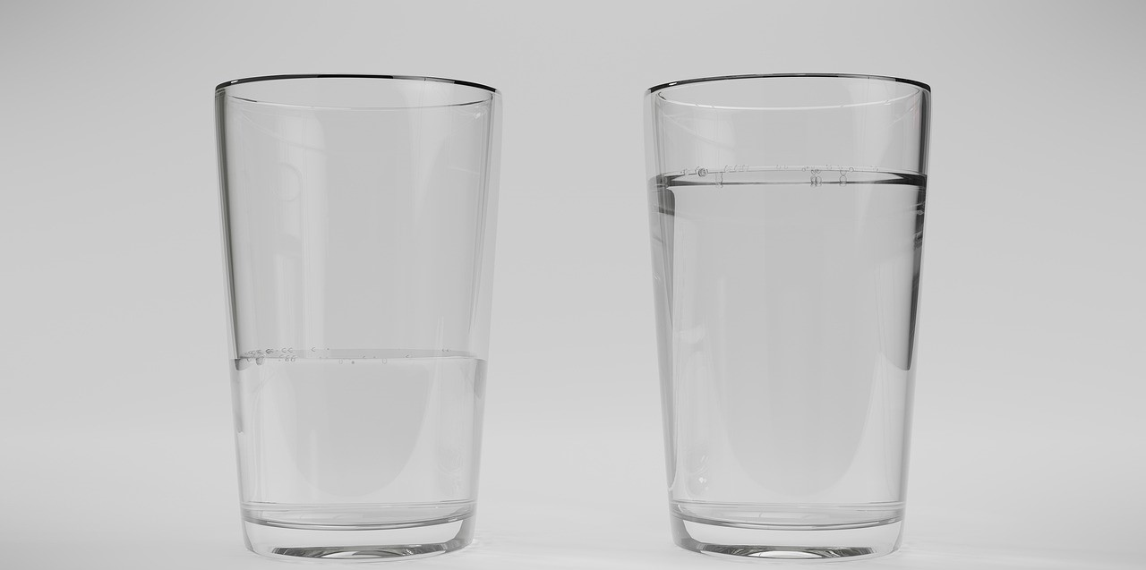 Es kann sein, dass das Glas bei diesem Trick beschädigt wird, verwende also am besten ein altes und möglichst dickes Glas.