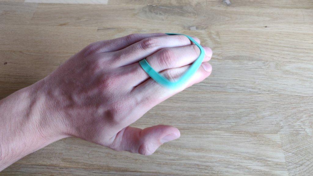 Dadurch passiert der Trick beim Öffnen der Hand von alleine.