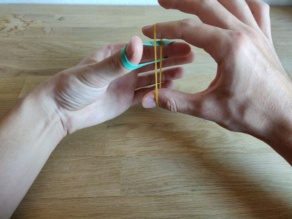 Sobald du möchtest, kannst du deine Hände langsam auseinander bewegen.