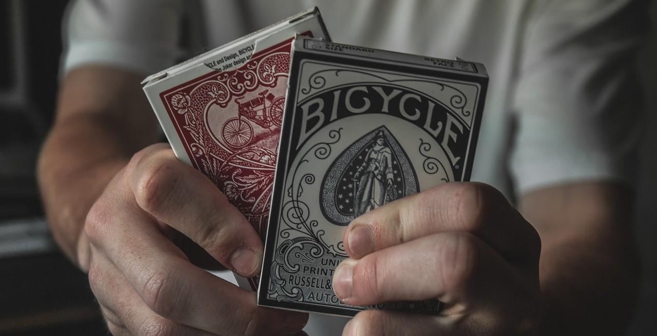 Hier erfährst du, welche Kartendecks am besten für Kartentricks geeignet sind.
