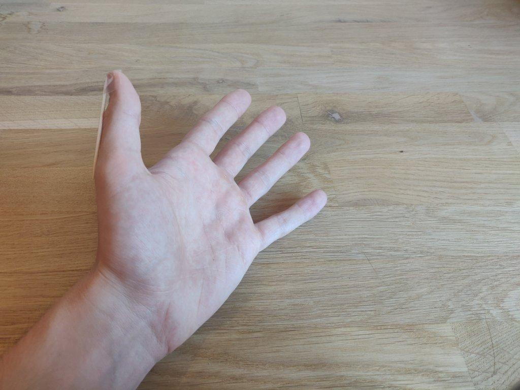 Im richtigen Winkel kannst du deine Hand auch nach oben drehen.